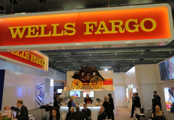 © Reuters. FILE PHOTO: A Wells Fargo stagecoach is seen at the SIBOS banking and financial conference in Toronto