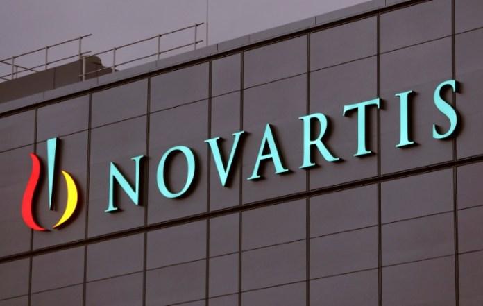 © Reuters. FILE PHOTO: Drugmaker Novartis' logo is seen in Stein, Switzerland