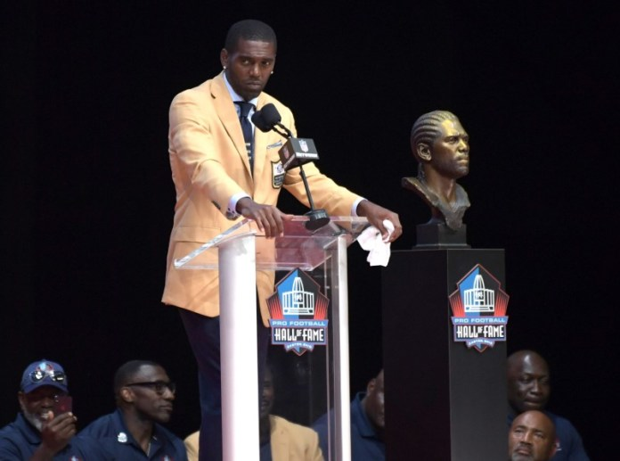 © Reuters. NFL: Pro Football Hall of Fame-Enshrinement Ceremony