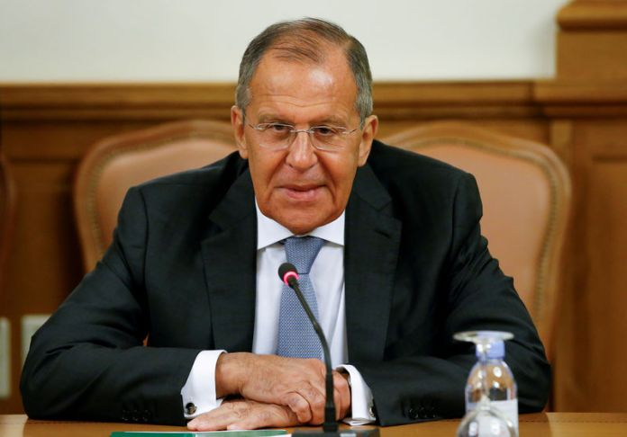 © Reuters. FILE PHOTO: Russian Foreign Minister Lavrov attends a meeting with his counterpart from Mozambique Pacheco in Moscow