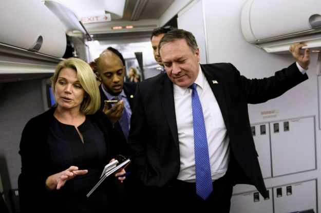 © Reuters. FILE PHOTO: Spokesperson Heather Nauert speaks as U.S. Secretary of State Mike Pompeo holds a dialogue with reporters in his plane while flying from Panama to Mexico