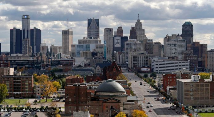 © Reuters. The skyline of Detroit looking south from the midtown area in Detroit, Michigan