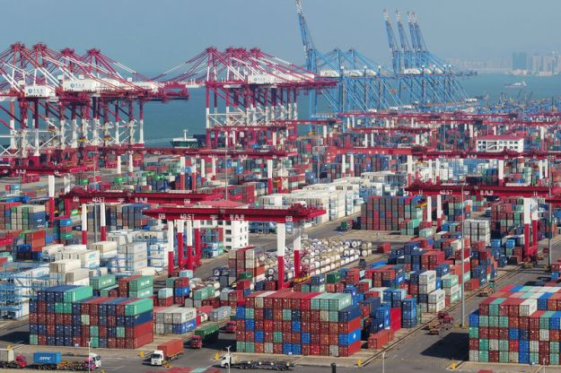 © Reuters. Containers and trucks are seen at a terminal of the Qingdao port in Shandong