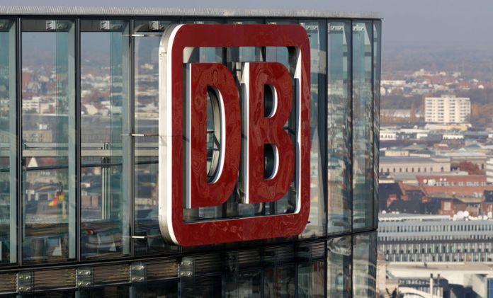 © Reuters. FILE PHOTO: The headquarters of German rail operator Deutsche Bahn is pictured in Berlin