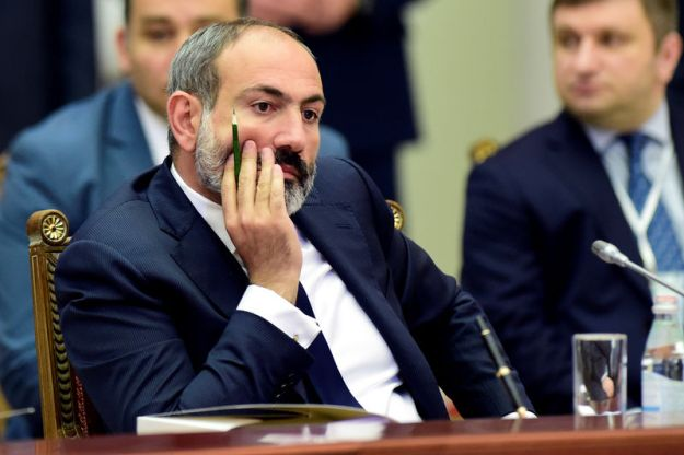 © Reuters. FILE PHOTO: Armenia's acting Prime Minister Pashinyan attends a meeting of the Supreme Eurasian Economic Council in St. Petersburg