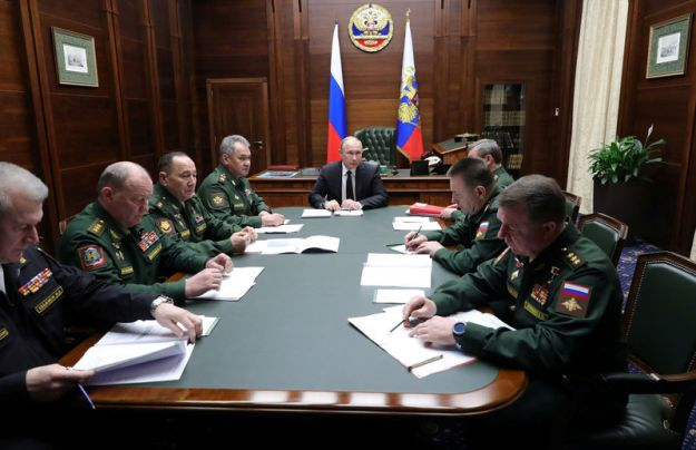 © Reuters. Russian President Putin attends a meeting of the Defence Ministry Board in Moscow