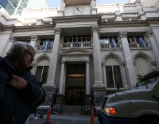 Argentine central bank cuts dollar purchase limit sharply as forex reserves tumble By Reuters