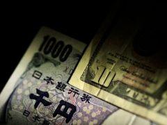 Yen, euro gain on dollar as Fed rate cut talks heat up By Reuters