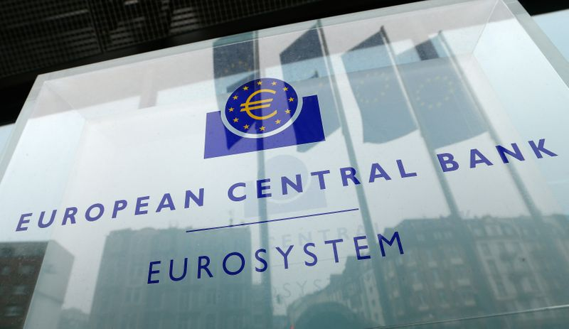 © Reuters. Logo della Banca centrale europea davanti alla sede di Francoforte