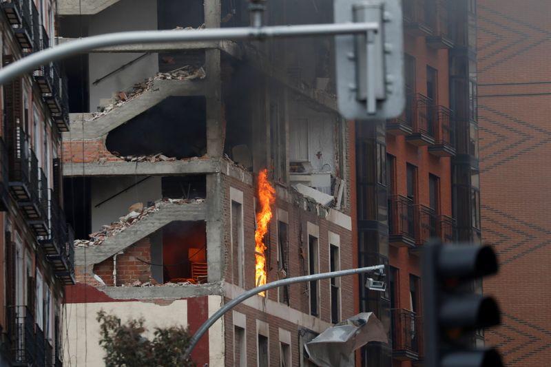 © Reuters. La palazzina esplosa nel centro di Madrid