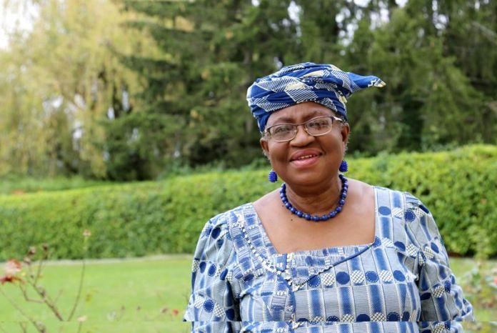 © Reuters. FILE PHOTO: Okonjo-Iweala poses outside a Nigerian diplomatic residence in Chambesy