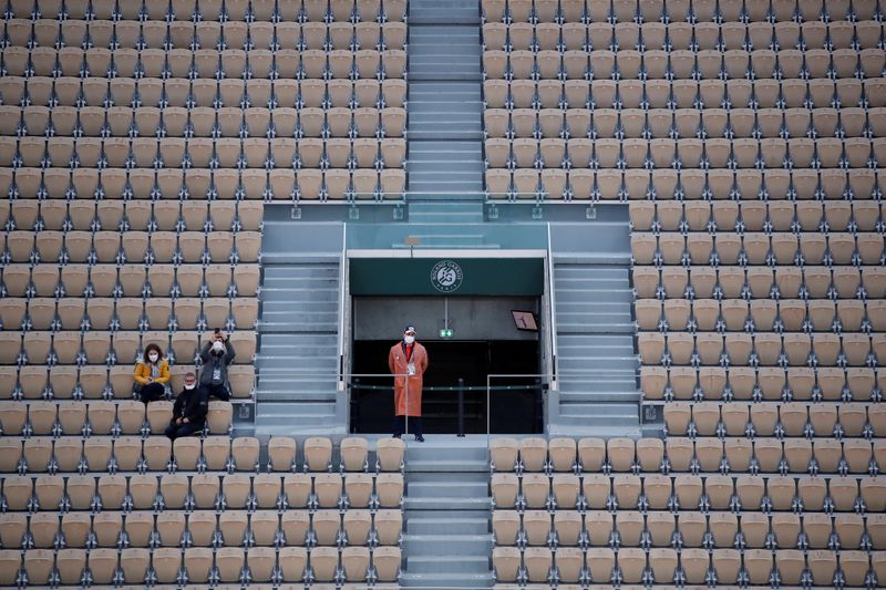 Tennis-Up to 1,000 fans allowed per court at French Open -  minister