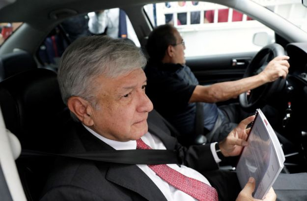 © Reuters. Mexico's President-elect Andres Manuel Lopez Obrador arrives to his campaign headquarters in Mexico City