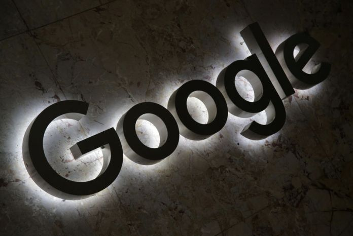 © Reuters. FILE PHOTO: A Google logo is displayed at the entrance to the internet based company's offices in Toronto