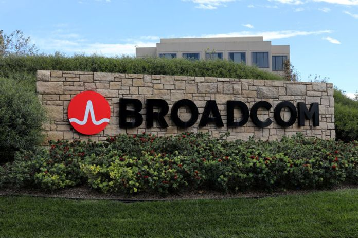 © Reuters. A sign to the campus offices of chip maker Broadcom Ltd, who announced on Monday an unsolicited bid to buy peer Qualcomm Inc for $103 billion, is shown in Irvine, California