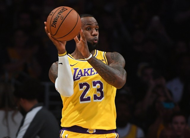 © Reuters. NBA: Preseason-Denver Nuggets at Los Angeles Lakers
