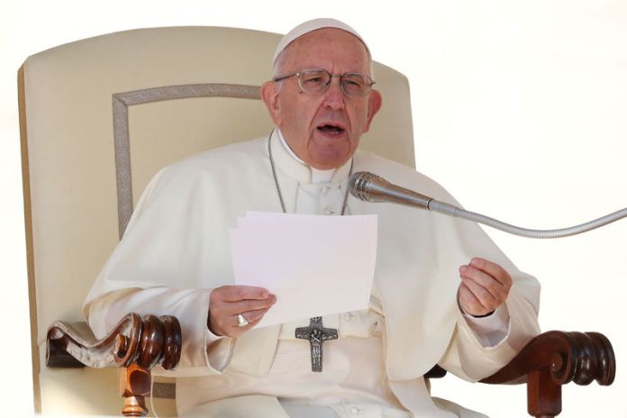 © Reuters. FILE PHOTO: Pope Francis speaks during the Wednesday general audience in Saint Peter's square at the Vatican
