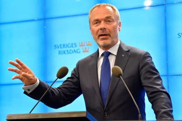© Reuters. FILE PHOTO: Swedish Liberal Party leader Jan Bjorklund gives a news conference after meeting with the Speaker of Parliament in Stockholm