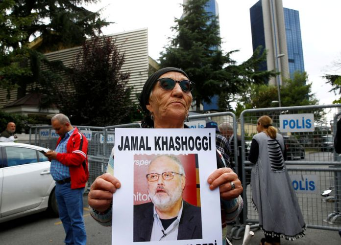 © Reuters. FILE PHOTO: A human rights activist holds picture of Saudi journalist Jamal Khashoggi during a protest outside the Saudi Consulate in Istanbul