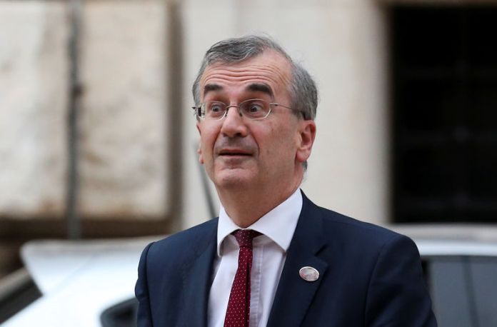 © Reuters. Bank of France Governor Francois Villeroy de Galhau arrives at the Petruzzelli Theatre during a G7 for Financial ministers in the southern Italian city of Bari
