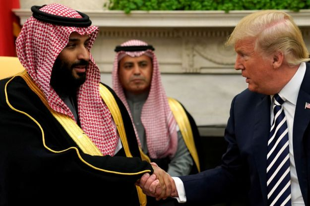 © Reuters. FILE PHOTO: U.S. President Trump shakes hands with Saudi Arabia's Crown Prince Mohammed bin Salman in the Oval Office at the White House in Washington