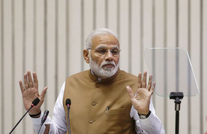 © Reuters. FILE PHOTO: India's Prime Minister Narendra Modi gestures as he addresses the gathering during the 'Global Mobility Summit' in New Delhi