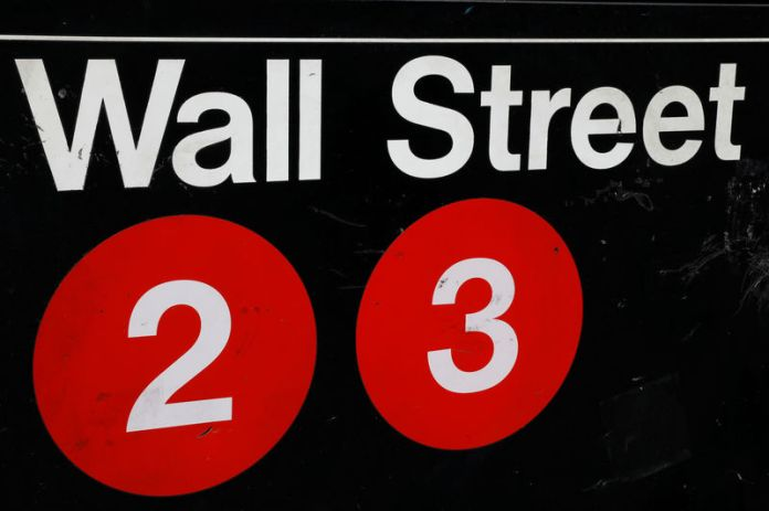 © Reuters. FILE PHOTO - A sign for the Wall Street subway station is seen in the financial district in New York