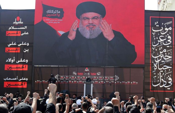 © Reuters. Lebanon's Hezbollah leader Sayyed Hassan Nasrallah gestures as he addresses his supporters via a screen