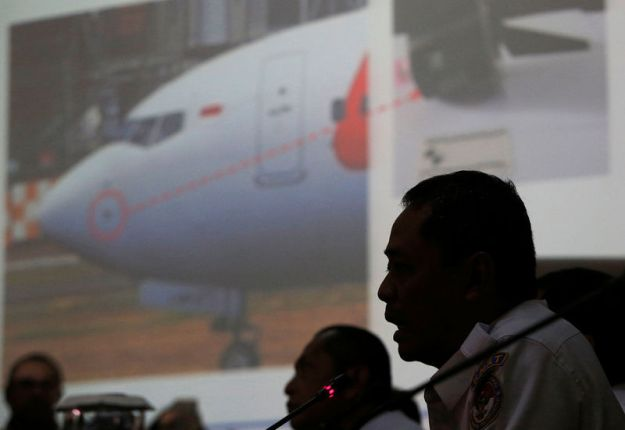 © Reuters. Indonesia's National Transportation Safety Committee (KNKT) sub-committee head for air accidents, Nurcahyo Utomo, speaks during a news conference on its investigation into a Lion Air plane crash last month, in Jakarta