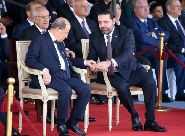 © Reuters. FILE PHOTO: Lebanese President Michel Aoun and Lebanese Prime Minister-designate Saad al-Hariri attend a military parade to celebrate the 75th anniversary of Lebanon's independence in downtown Beirut