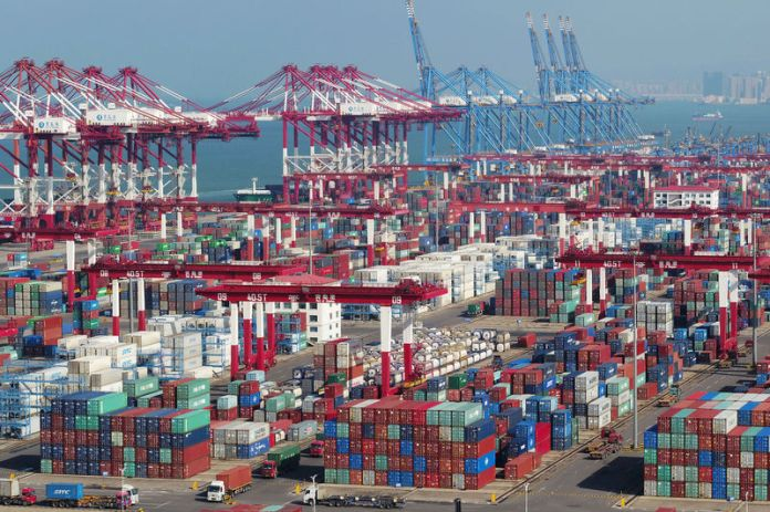 © Reuters. Containers and trucks can be seen at a terminal of Qingdao Port in Shandong