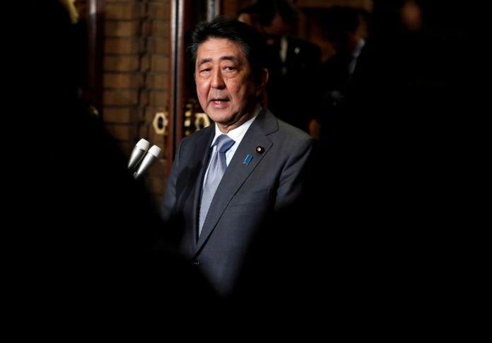 © -. FILE PHOTO : Japan's Prime Minister Shinzo Abe speaks to media after phone talks with U.S. President Donald Trump after second North Korea-U.S. summit, in Tokyo
