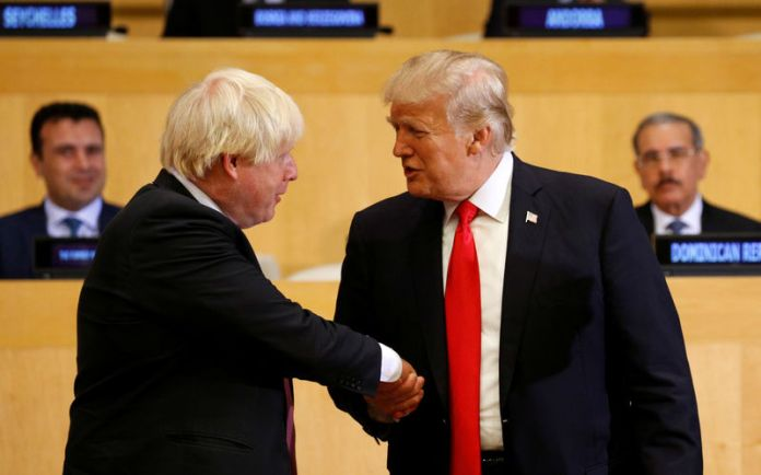 © -. FILE PHOTO - U.S. President Donald Trump shakes hands with British Foreign Secretary Boris Johnson as they take part in a session on reforming the United Nations at U.N. Headquarters in New York