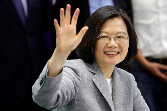 © Reuters. FILE PHOTO: Taiwan President Tsai Ing-wen attends a ceremony to sign up for Democratic Progressive Party's 2020 presidential candidate nomination in Taipei