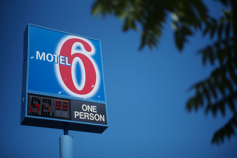 © Reuters. A sign marks a Motel 6 property in Espanola
