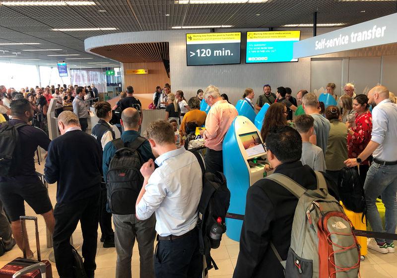 استمرار اضطراب حركة الطيران في أمستردام بعد انقطاع الوقود