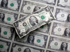 Dollar heads toward weekly gain as oil shock reveberates By Reuters