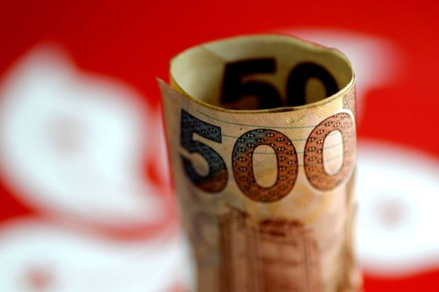 © Reuters. Illustration photo of a Hong Kong dollar note