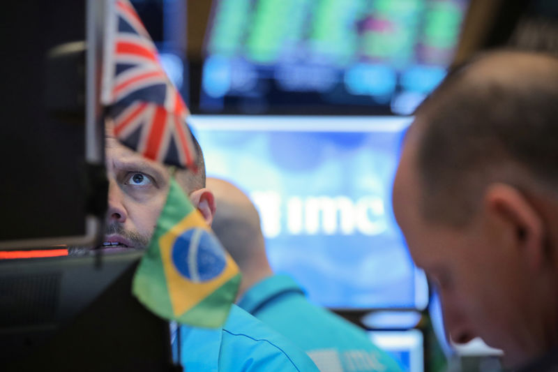 Ibovespa hesitates amid holidays and demonstrations;  Valley weighs