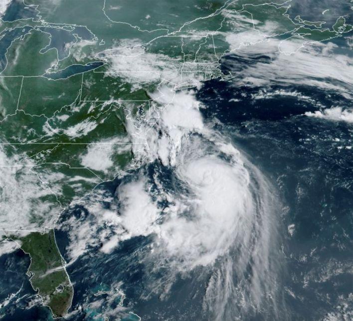 U.S. East Coast buckles down ahead of Hurricane Henri's arrival