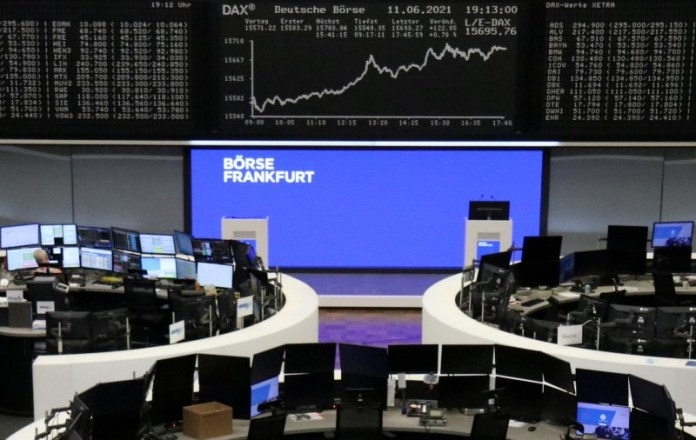 Hopes of economic recovery lift European shares to a new peak