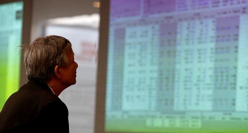 Thanh khoản liên tục duy trì ở mức thấp so với trung bình phần nào thể hiện tình cảnh lưỡng lự trong tâm lý của nhà đầu tư. Ảnh: Reuters