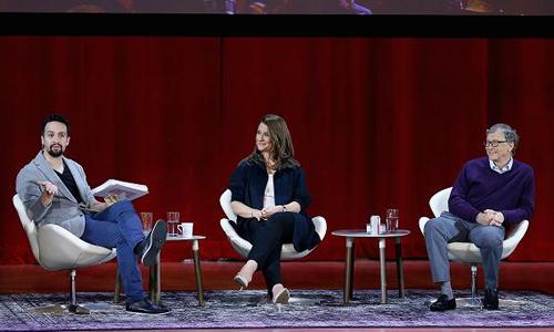 Bill Gates cùng vợ trong buổi giao lưu tại New York hồi tháng trước. Ảnh: CNBC.