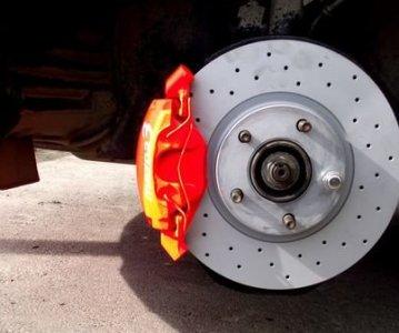 Обслуживаем Mazda 3: замена передних колодок
