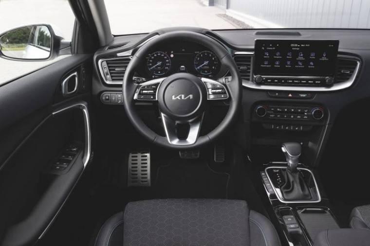 Kia Ceed 2021 передняя панель