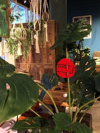 12-deurs-vakkenkast-hout-met-logo-Indistrieel-te-koop-bij-winkel-Indistrieel-in-Middelburg.jpg
