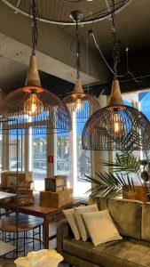 Hanglamp-zwart-metaal-met-hout-te-koop-bij-winkel-Indistrieel-in-Middelburg-