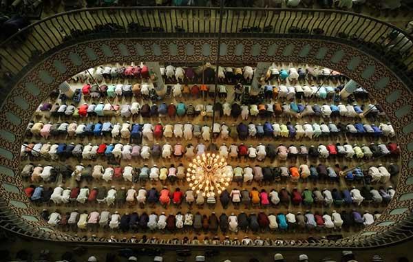 মসজিদে এবাদতের মাধ্যমে সিয়ামের আনন্দকে তৃপ্তি সহকারে নেয়ার সুযোগ হয়