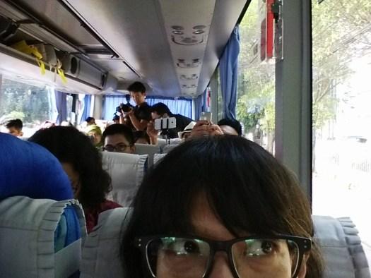 Suasana di dalam bis.