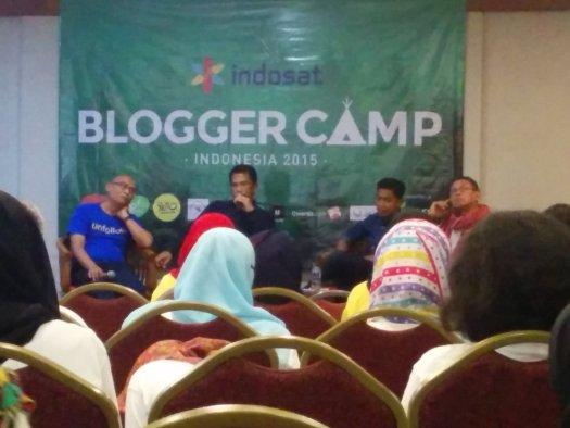 """Talkshow """"Membangun Kredibilitas Blog""""."""